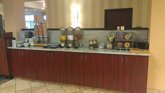 DoubleTree by Hilton Hotel Olympia: Breakfast Buffet
