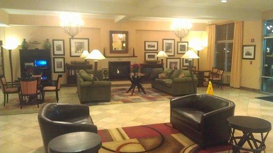 DoubleTree by Hilton Hotel Olympia: Hotel Lobby