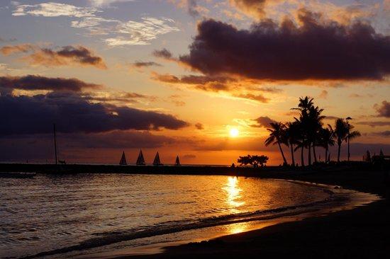 Hilton Grand Vacations at Hilton Hawaiian Village : sunset