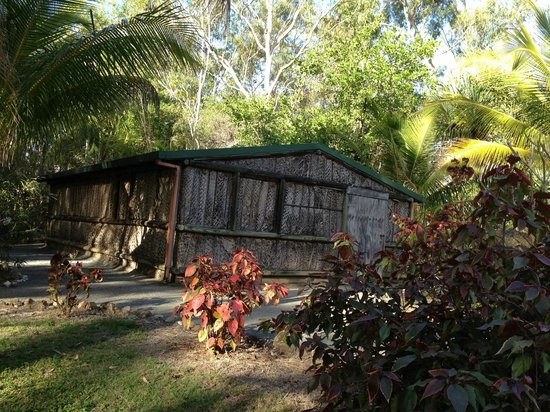 Capricorn Motel & Conference Centre: Torres Straight Islander House at Dreamtime Educational Centre next door to Motel
