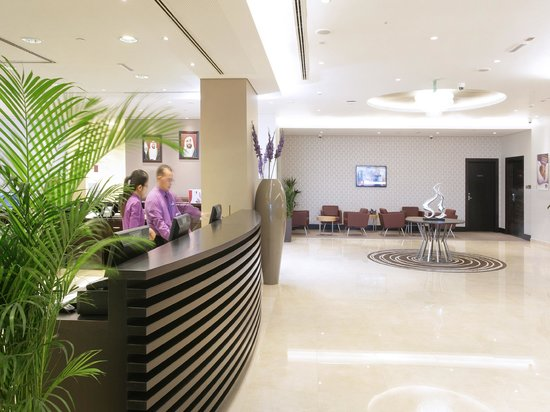 Premier Inn Abu Dhabi International Airport Hotel : Reception Lobby