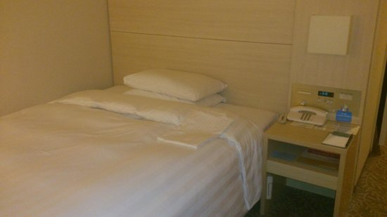 RIHGA Royal Hotel Osaka : 部屋の奥から