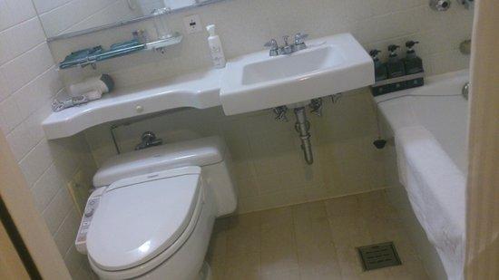 RIHGA Royal Hotel Osaka : バスルーム 水回り