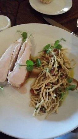 Sapore Ristorante: Roasted chicken breast, porcini cream, trofie, pancetta & truffle