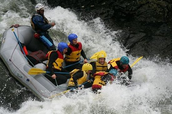 Kolad, Индия: Rafting through Grade 1 to Grade 3 Rapids