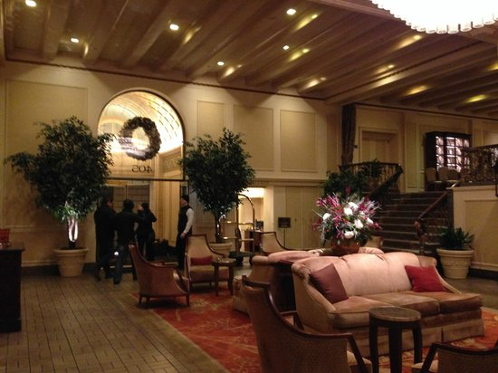 Mayflower Park Hotel: The lovely lobby (such a nice ambience)
