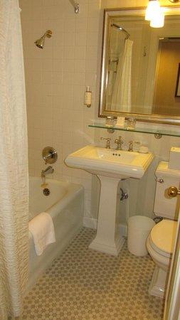 Mayflower Park Hotel: Room 604
