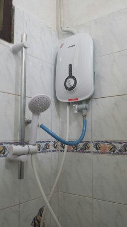 Rumours Guesthouse: Shower