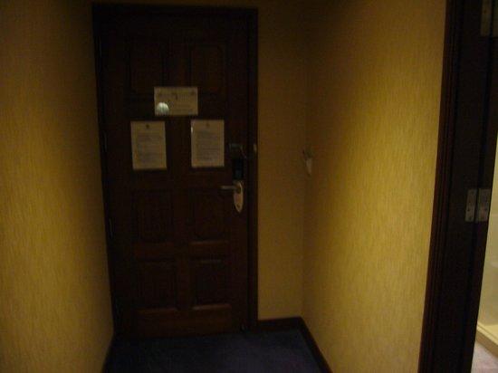 ロイヤル ベンジャ ホテル, 入り口