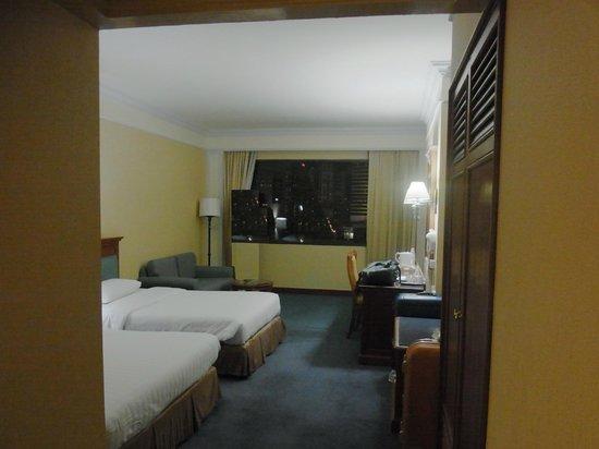 رويال بنجا هوتل: 入り口から寝室