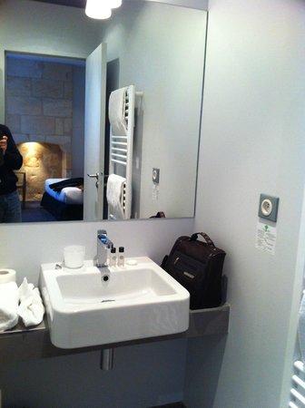 Hotel La Cour Carrée: salle de bains