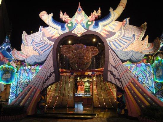 Phuket FantaSea: Attraction