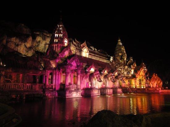 Phuket FantaSea: Main theater hall