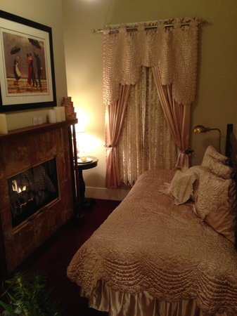 An Inn 2 Remember: Back room of the Wisteria suite with Day bed / fireplace