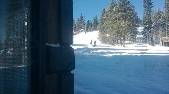 Four O'Clock Lodge: Right on the ski run