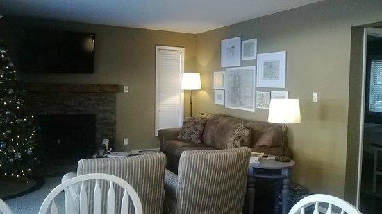 Four O'Clock Lodge: Living Room