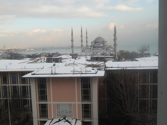 Deluxe Golden Horn Sultanahmet Hotel: View from my room on floor number 4