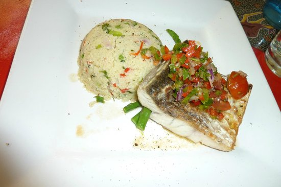 Red Ochre Grill Restaurant Alice Springs : Barramundi fillet and cous cous