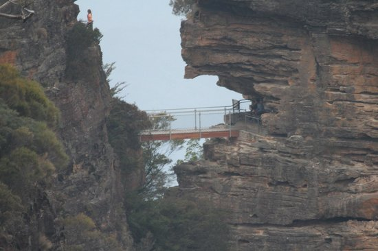 Echo Point Lookout: The viewing gallery at the base of The Three Sisters