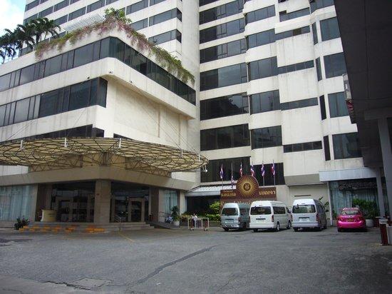 Royal Benja Hotel: 外観正面