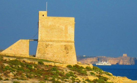 Hotel Ta' Cenc: am Strand Blick auf Comino