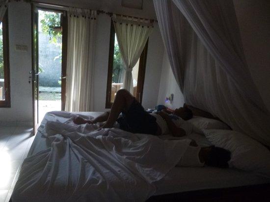 Solaluna Beach Homestay: room