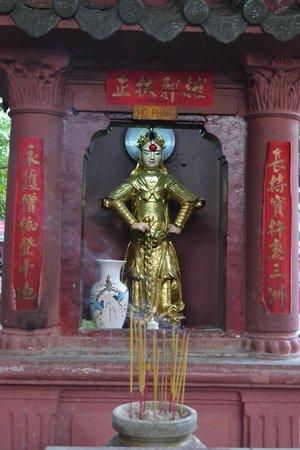 Emperor Jade Pagoda (Chua Ngoc Hoang or Phuoc Hai Tu): shrine