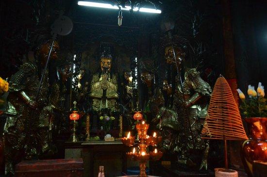 Emperor Jade Pagoda (Chua Ngoc Hoang or Phuoc Hai Tu): sculptures