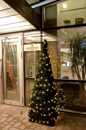 L'Ermitage Hotel: Entrance
