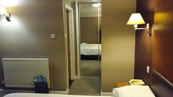 Shanklin Hotel: View of the wardrobe