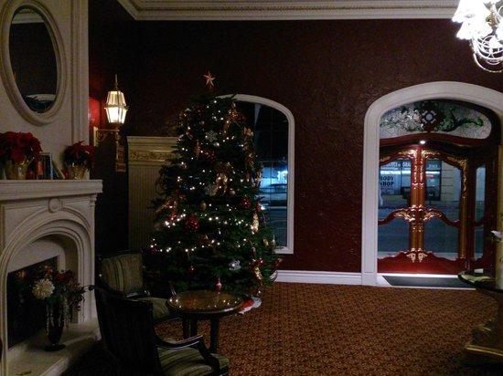 Hollywood Historic Hotel : Front Lobby