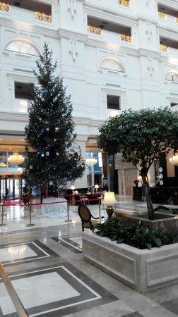 Rixos Almaty: Christmas tree at the lobby