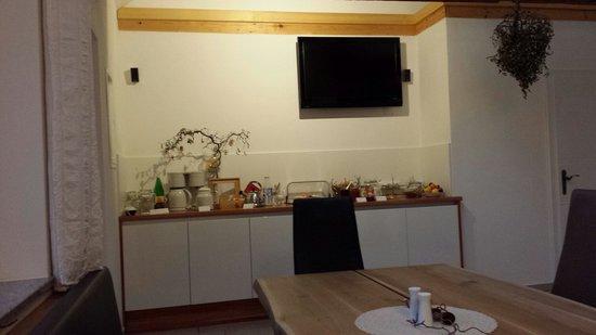 Peterseil's Radl Zimmer: Angolo buffet