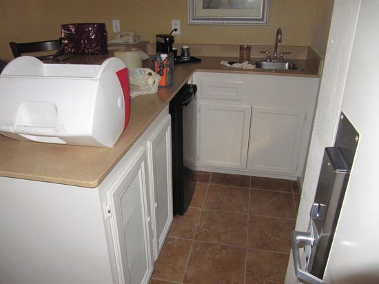 Alexis Park Resort : Kitchenette in each suite, includes coffee maker, frig, sink