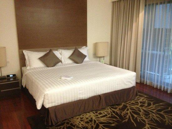 Phachara Suites: ベッド