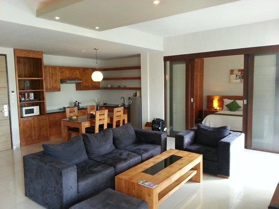 Kokonut Suites: Living Room, Kitchen, Bedroom 1