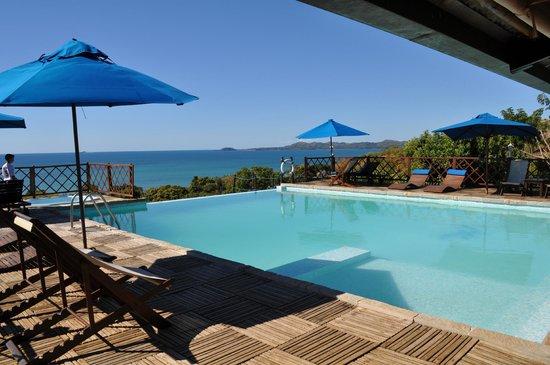 Le Grand Bleu: La piscina dell'albergo .... strepitosa con un paesaggio mozzafiato!