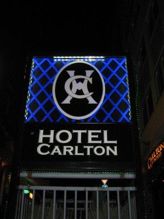 Carlton Hotel Budapest: Insegna Hotel