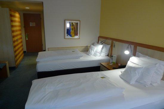 Lindner Hotel Dom Residence : シンプルな客室