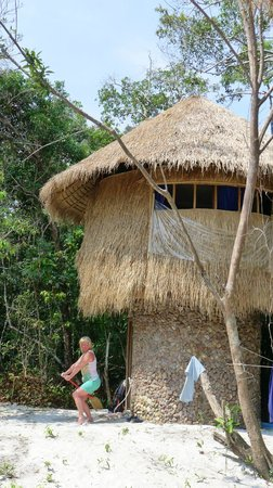 The Beach Island Resort & Beach Club : Избушка на курьих ножках