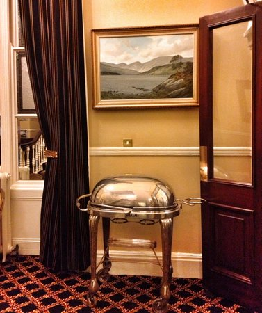 The Malton Hotel: Local art. Beautiful silver. A lovely hotel.