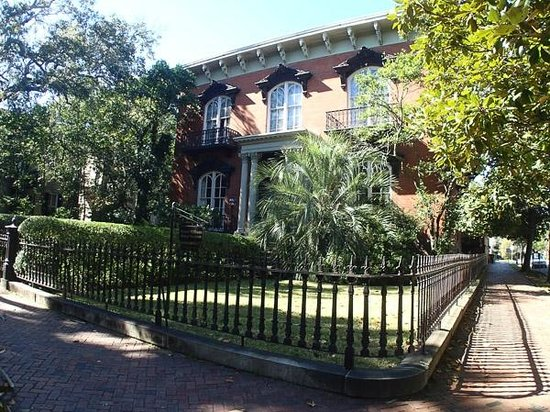 """Old City Walks: Mercer Williams House - site of """"Midnight in the Garden of Good and Evil""""."""
