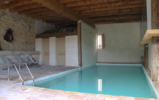 Ancienne Abbaye de Franquevaux : la piscine intérieure