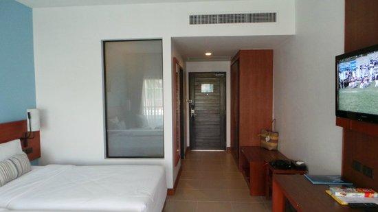 Deevana Plaza Krabi Aonang: Entrée de la chambre