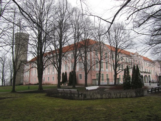 Toompea Castle: December 2013 is snowless in Toompea Hill