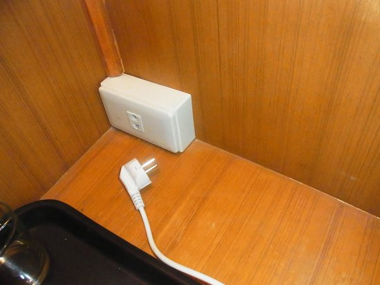 Ratchada Resort and Spa Hotel: 電気ケトルコンセント