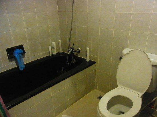 Ratchada Resort and Spa Hotel: バスルーム
