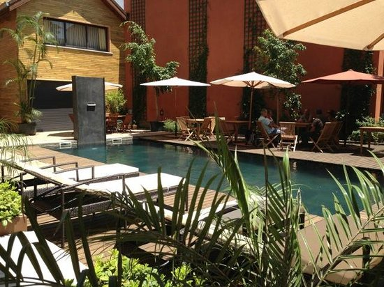 Hotel Sakamanga: La piscine nichée au coeur de l'hôtel, calme assuré