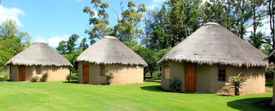 Chrislin African Lodge: Orchard huts