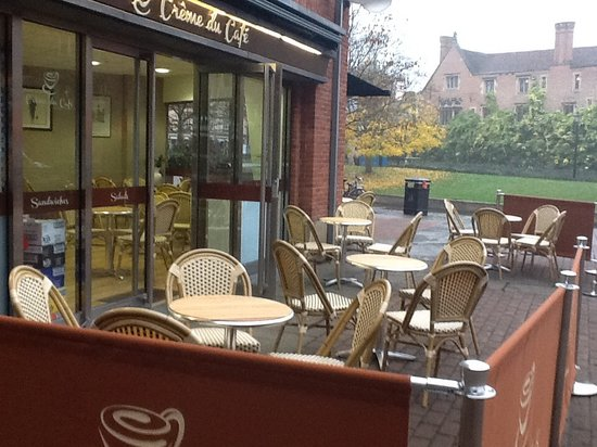 Creme du Cafe: Outside terrace